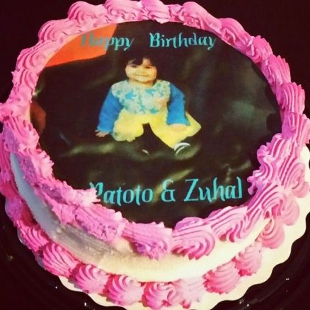 Zohal's first birthday cake that my dear sis-in-law got her :)