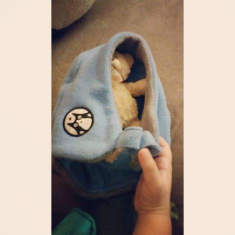 Zohal swaddling her teddy bear. Seriously, this is just BEYOND heart-meltingly CUTE! <3