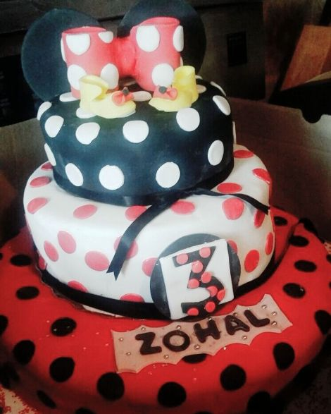 A close family friend baked this STUNNING birthday cake for my Zogie bear for her birthday party this past Saturday <3